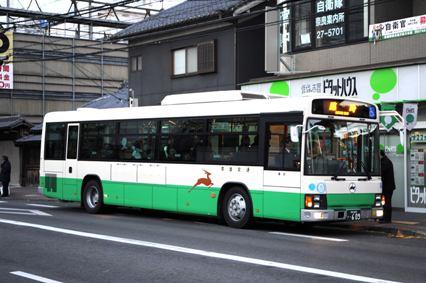 日の出前から臨時バスの運行が始まっていた
