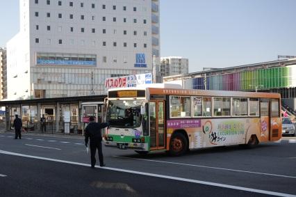 JR奈良駅で折り返す奈良法隆寺線のバス
