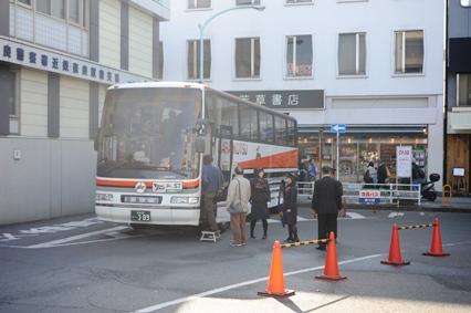 会員バスのりばから発車した定期観光バス