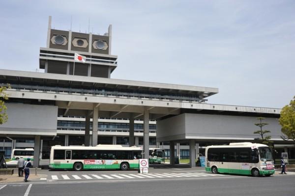 奈良県庁の構内に設けられたバスターミナル