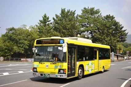 黄色い市内循環ラッピングバス