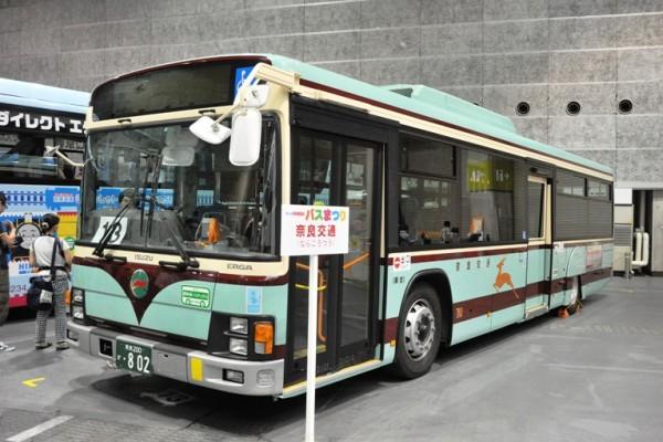 スルッとKANSAIバスまつりで展示された復刻塗装車