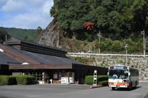 十津川村のホテル昴に乗り入れる八木駅行き特急バス