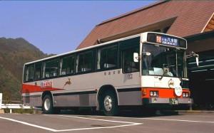 十津川温泉で小休止する新宮駅行き特急バス