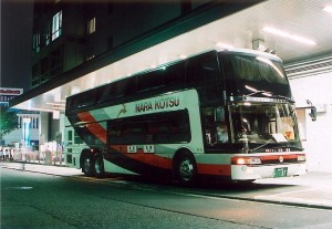新宿高速バスターミナルで発車を待つ五條行きやまと号