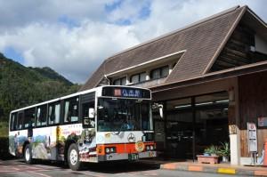 十津川温泉で小休止する八木新宮線特急バス