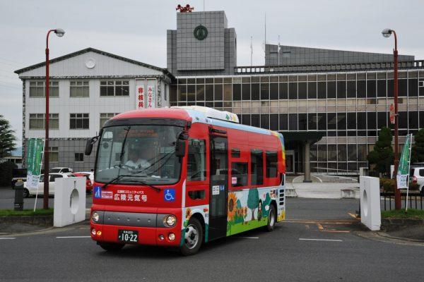 「広陵元気号」中央幹線のバス