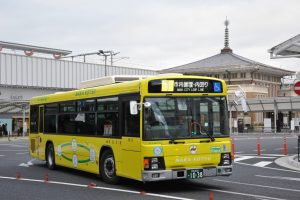 JR奈良駅を発車する市内循環ハイブリッドバス