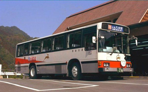 十津川温泉で休む八木駅行き特急バス