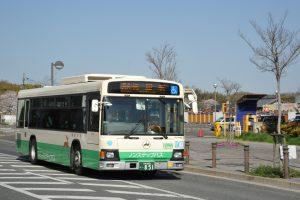 祝園駅付近をゆくノンステップバス