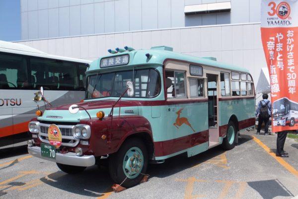 夜行高速バス「やまと号」新宿線30周年イベントに出展されたボンネットバス